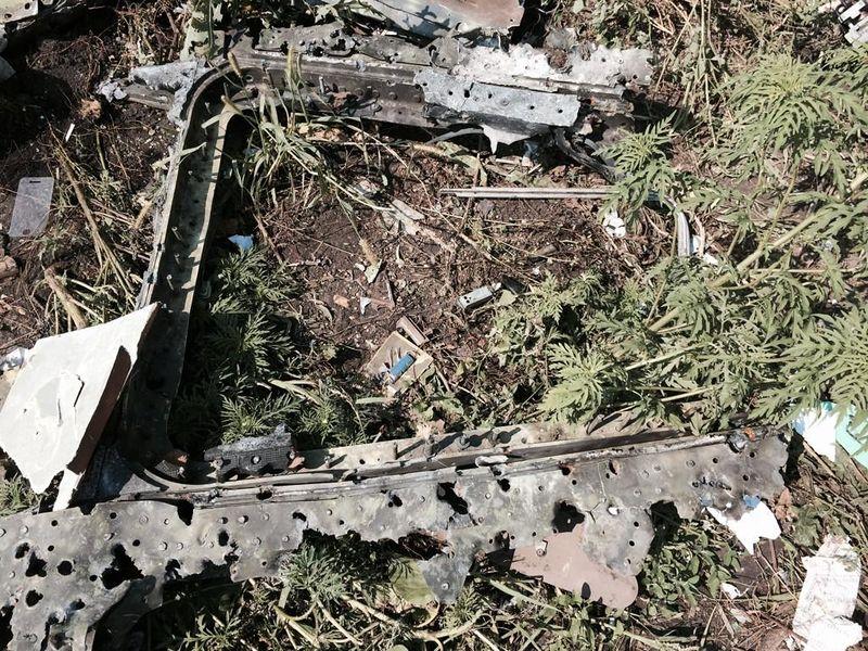 800px-MH17_window_frame