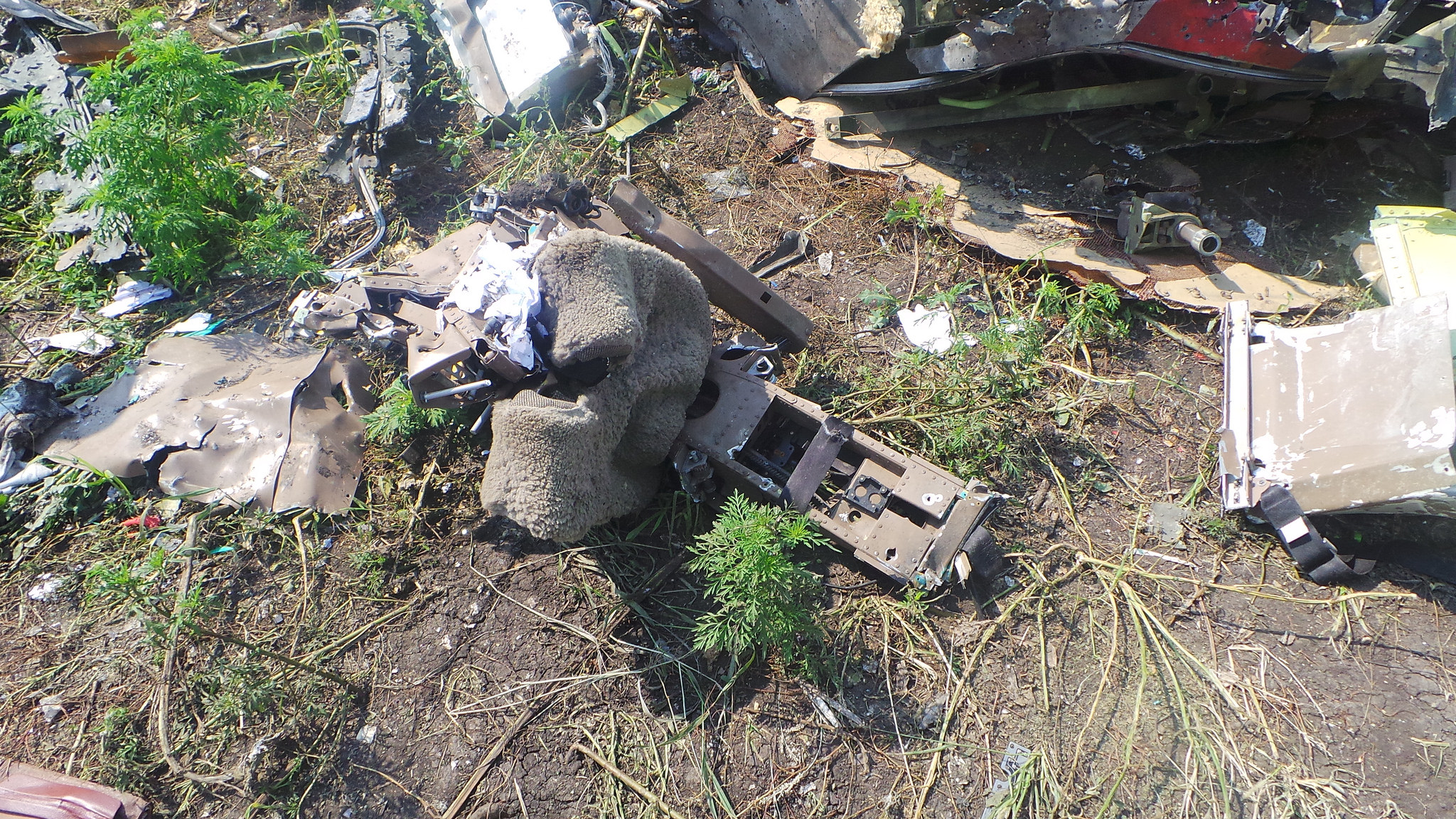MH17_cockpit_right_window_frame