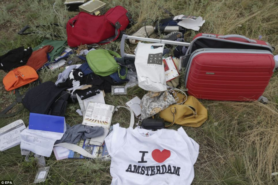 mh-17-baggage-on-ground